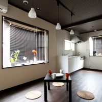 コンバージョン:木造住宅をレトロな社員寮に再生