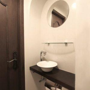 曲線が印象的な手洗いスペース