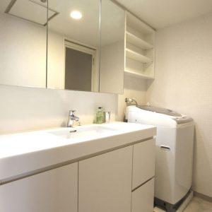 清潔感溢れる洗面スペース