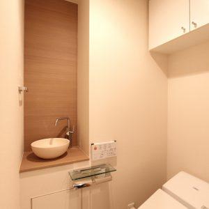 明るく優しい印象のトイレ空間