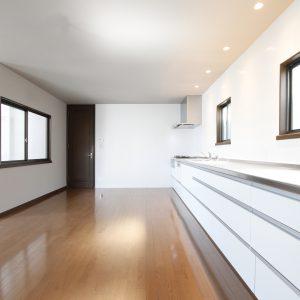 2階リビングの明るい邸宅