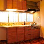 素材の風合いが空間に馴染むオーダーキッチン