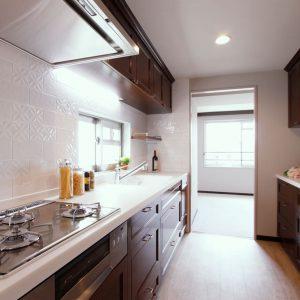 ウォールナット突板で仕上げたキッチン《オーダーメイド》